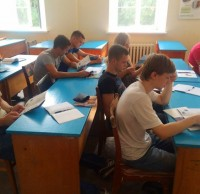 Студенты строительного факультета слушают презентацию конкурса